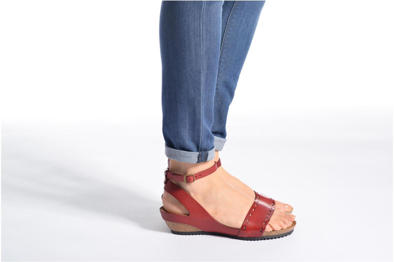 Sandalen Kickers Tokrom rot ansicht von unten / tasche getragen
