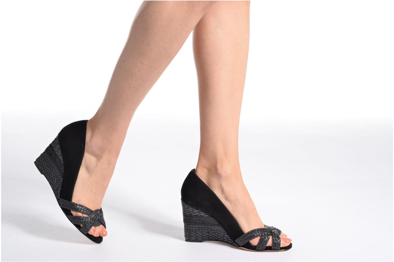 High heels COSMOPARIS Avimi Black view from underneath / model view