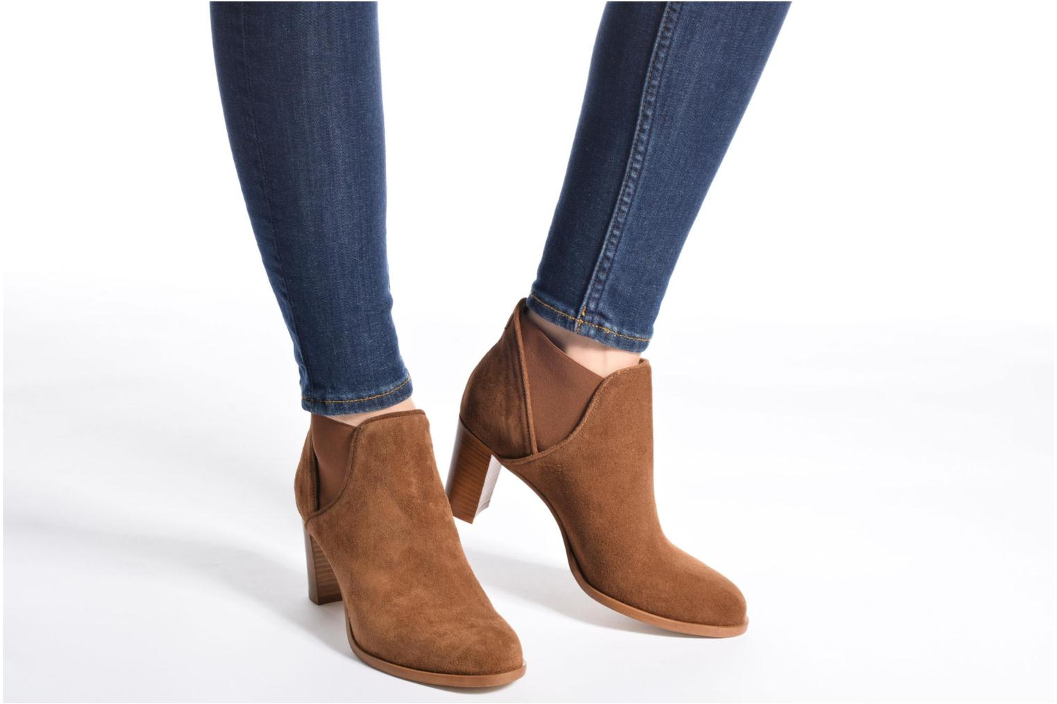 Ankle boots COSMOPARIS Bamia/Vel Brown view from underneath / model view