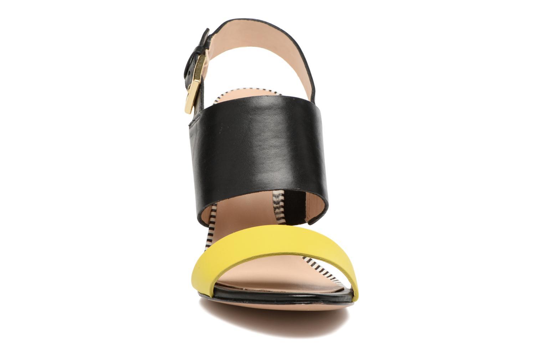 Sandali e scarpe aperte COSMOPARIS Jaka/Nub Nero modello indossato