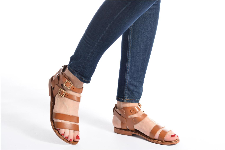 Sandalen L'Atelier Tropézien Liz braun ansicht von unten / tasche getragen