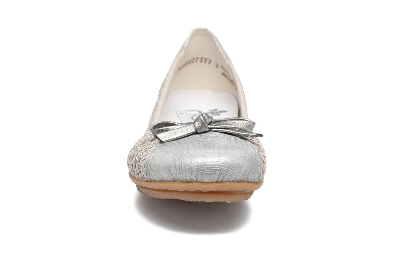 Ballerines Rieker Kees 43952 Gris vue portées chaussures
