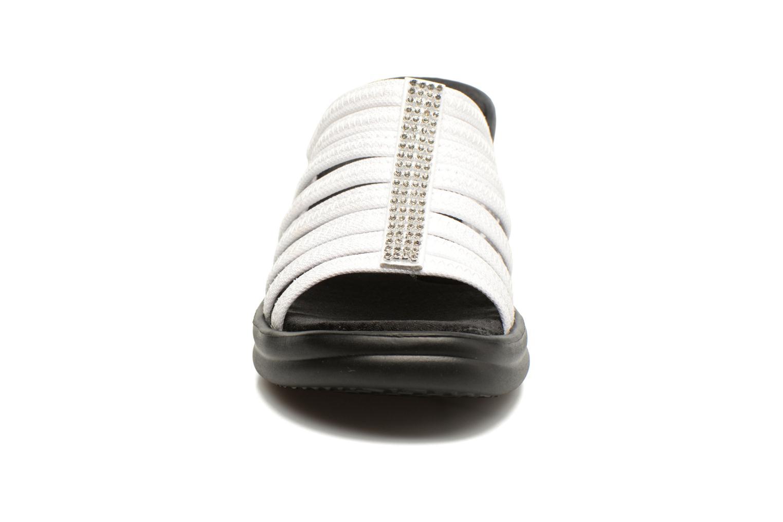 Zoccoli Skechers Rumblers Hotshot Bianco modello indossato