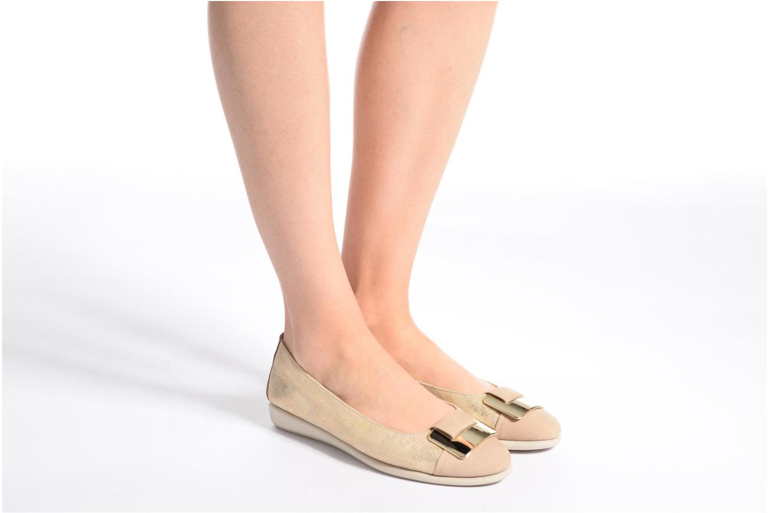 Ballet pumps The Flexx Rise N Curry Beige view from underneath / model view