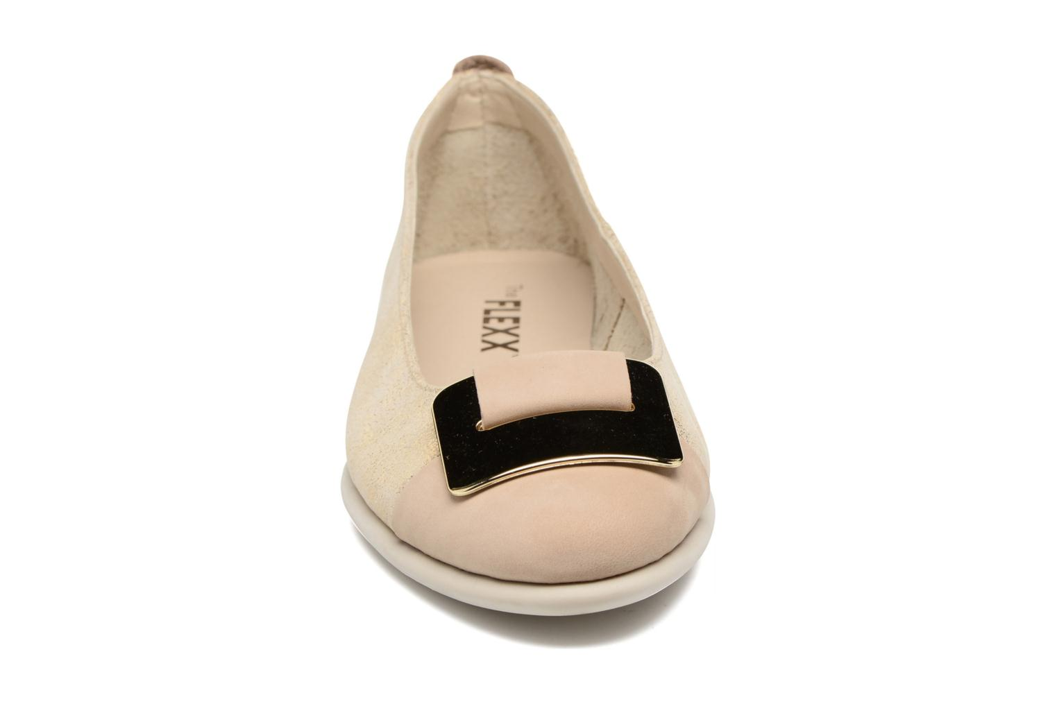 Bailarinas The Flexx Rise N Curry Beige vista del modelo