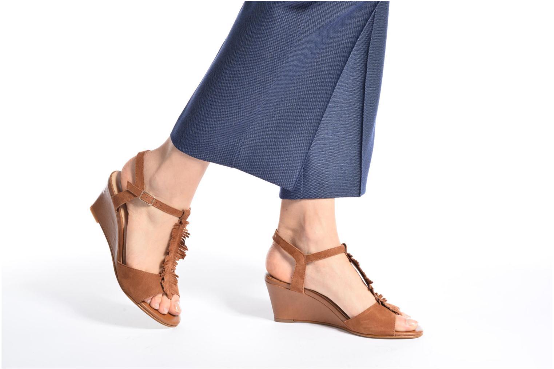 Sandales et nu-pieds Georgia Rose Lilifrange Marron vue bas / vue portée sac