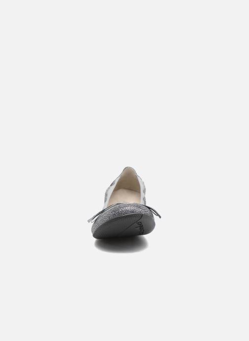 Ballerines Les P'tites Bombes Ella Pail Argent vue portées chaussures