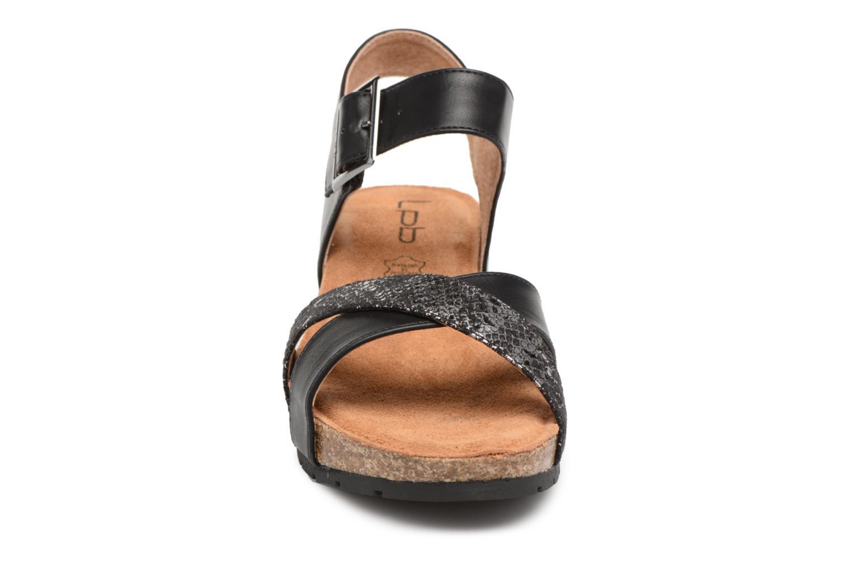 Sandali e scarpe aperte Les P'tites Bombes Paloma Nero modello indossato