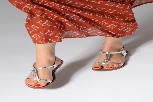 Sandales et nu-pieds Les P'tites Bombes ZHOE Rouge vue bas / vue portée sac