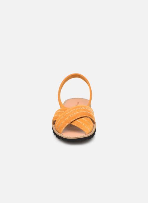 Sandales et nu-pieds MINORQUINES Avarca Berlin Jaune vue portées chaussures