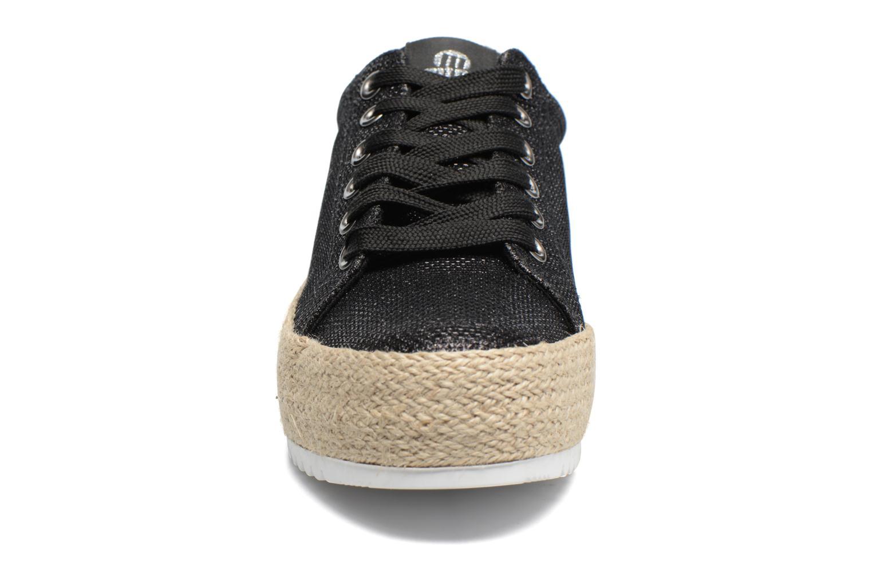 Sneakers MTNG Evan 69223 Nero modello indossato
