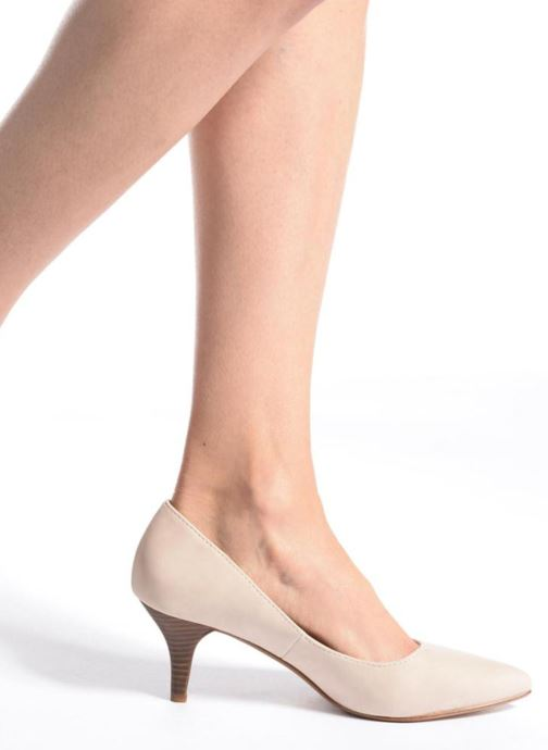 High heels Esprit Pyra Pump Beige view from underneath / model view
