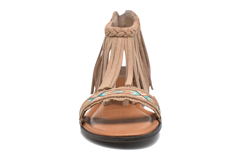Sandali e scarpe aperte Minnetonka Morocco Beige modello indossato