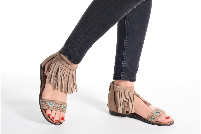 Sandales et nu-pieds Minnetonka Morocco Noir vue bas / vue portée sac