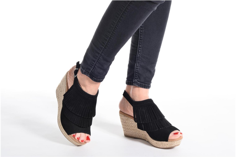 Sandalen Minnetonka Ashley schwarz ansicht von unten / tasche getragen