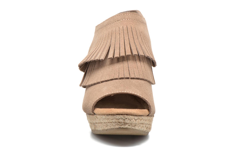 Sandalen Minnetonka Ashley beige schuhe getragen