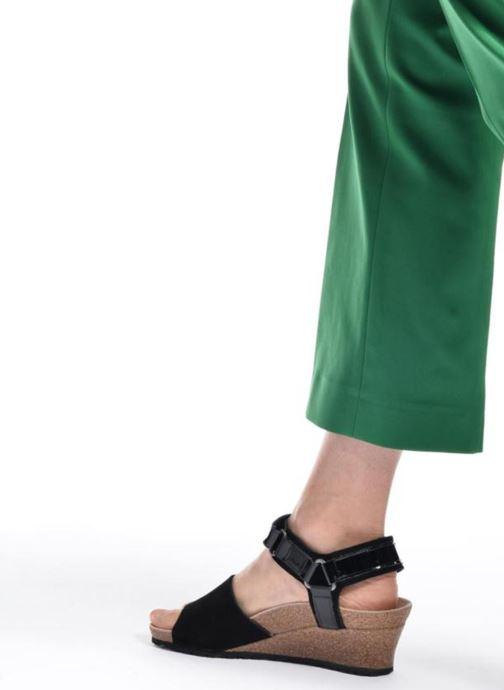 Sandalen Papillio EVE schwarz ansicht von unten / tasche getragen