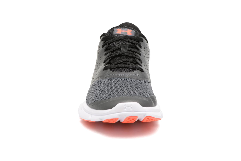 Chaussures de sport Under Armour Micro G Speed Swift 2 Gris vue portées chaussures