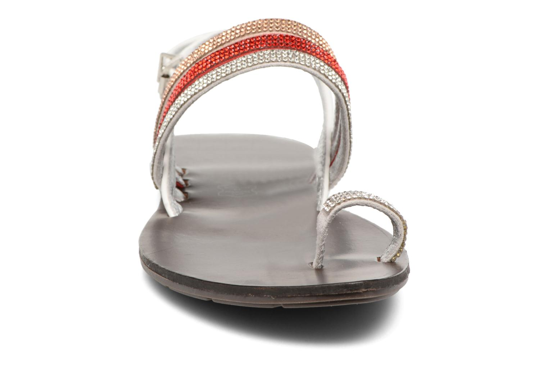 Sandali e scarpe aperte Chattawak Nina Rosso modello indossato