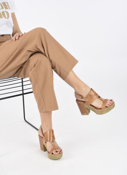 Sandalen Chattawak Hanna braun ansicht von unten / tasche getragen