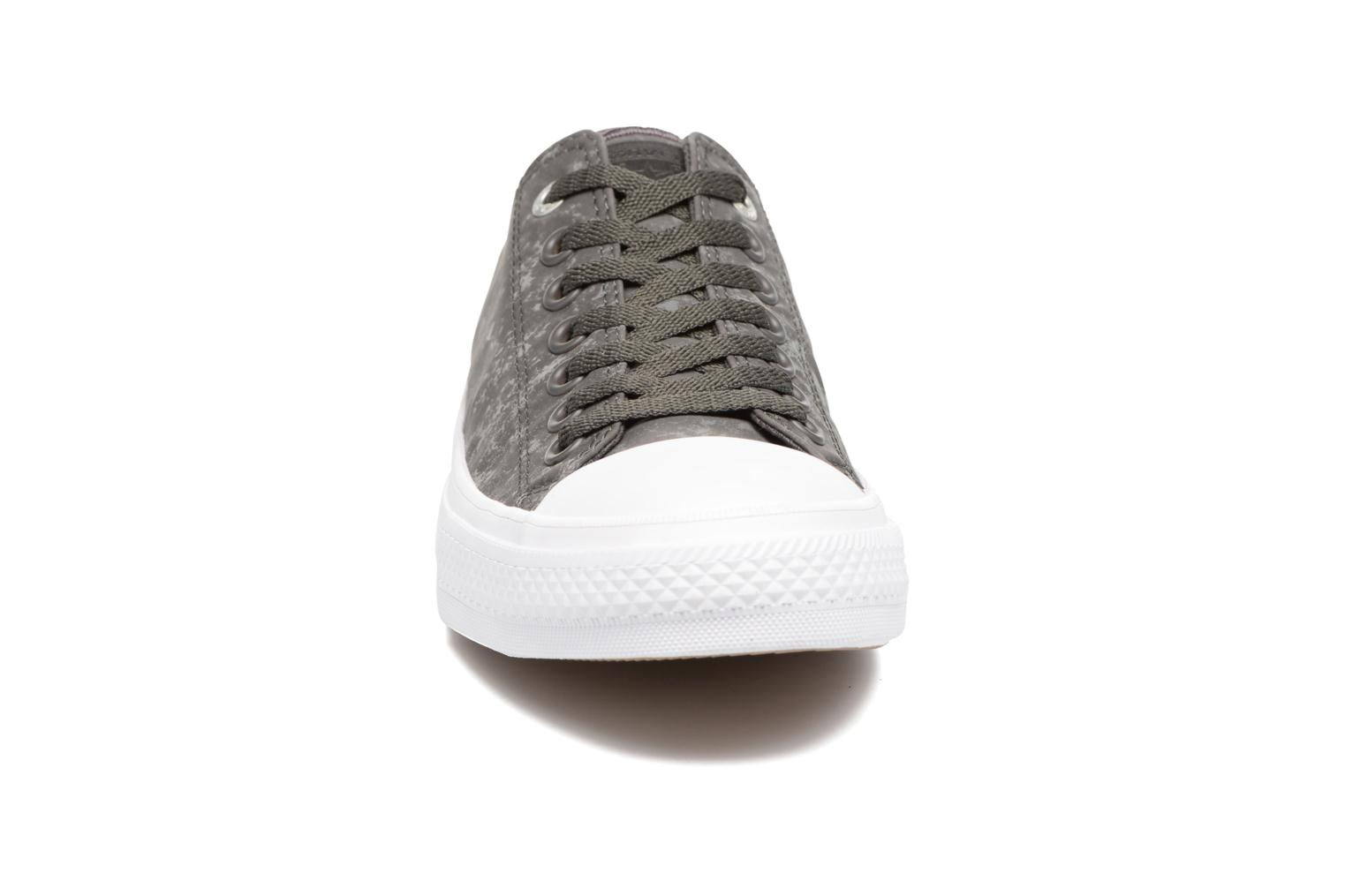 Baskets Converse Chuck Taylor All Star II Ox Reflective Wash M Gris vue portées chaussures