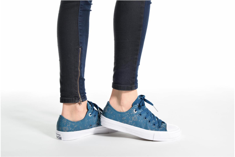 Sneaker Converse Chuck Taylor All Star II Ox Reflective Wash W grau ansicht von unten / tasche getragen