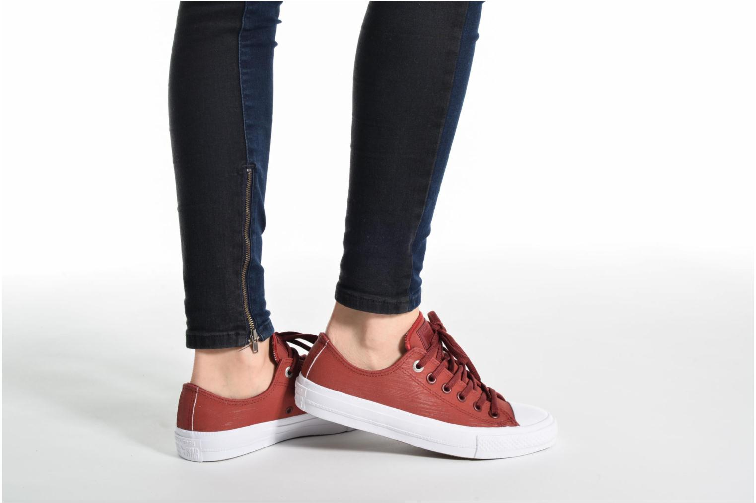 Baskets Converse Chuck II Two-Tone Leather Ox W Rouge vue bas / vue portée sac