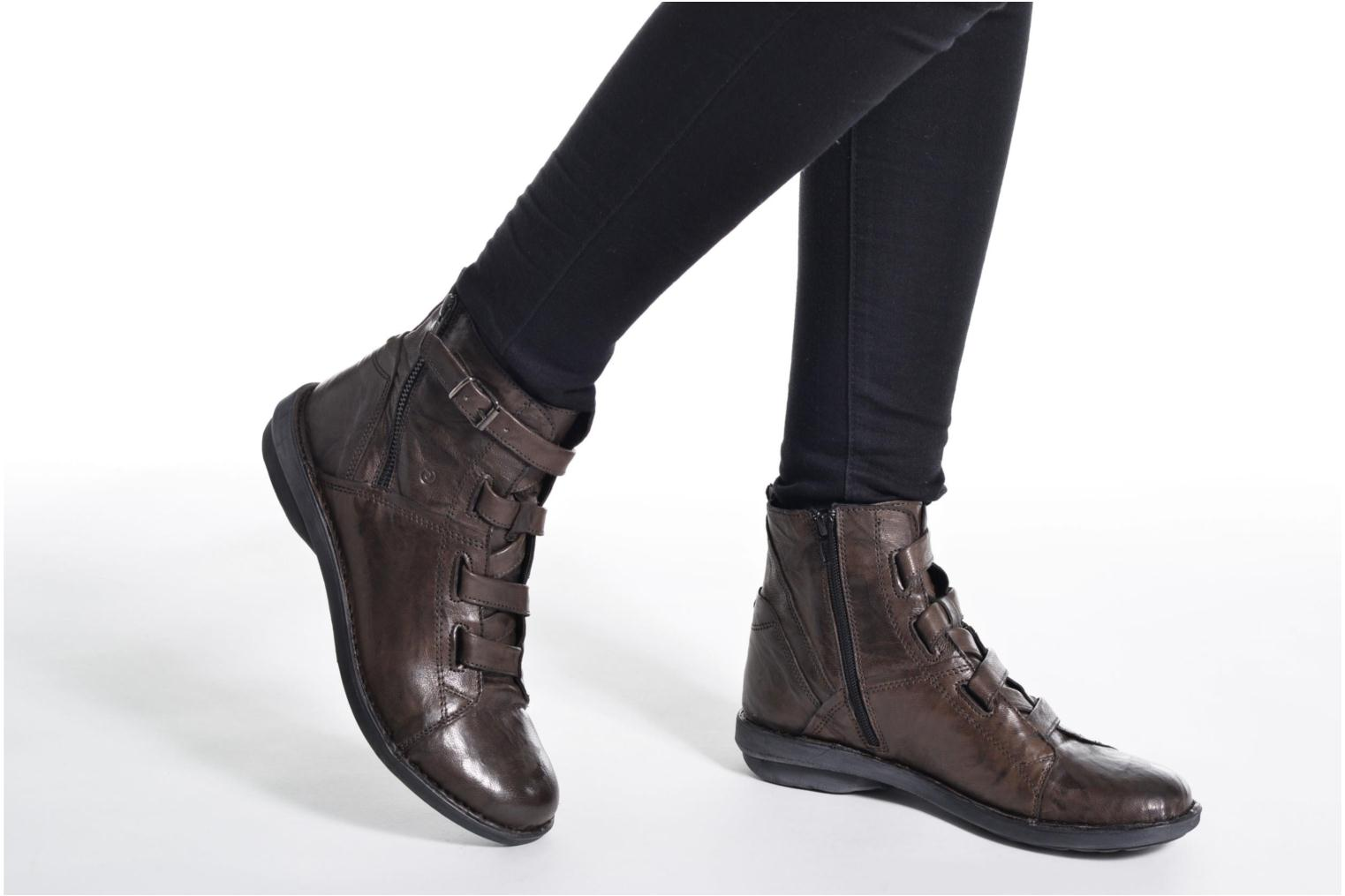 Ankle boots Khrio Tali Grey view from underneath / model view
