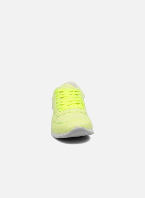 Sneakers Ippon Vintage Run Venus Giallo modello indossato