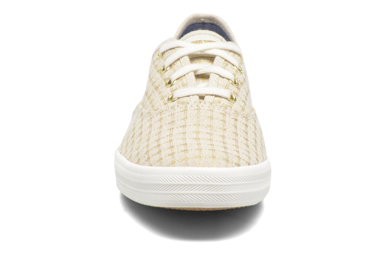 Sneakers Keds Champion Foil Dot Nat Beige modello indossato