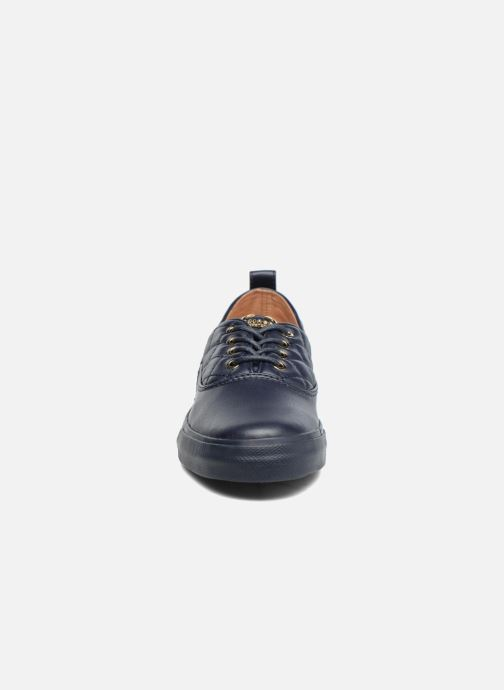 Deportivas Love Moschino Superquilted Sneaker Azul vista del modelo