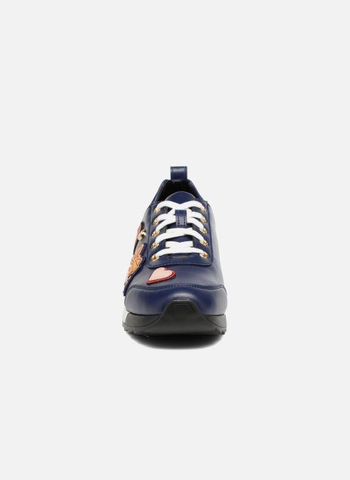 Sneakers Love Moschino Charming Sneaker Azzurro modello indossato