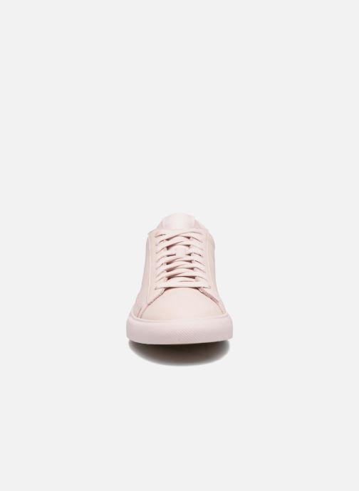 Baskets Nike Blazer Low Beige vue portées chaussures