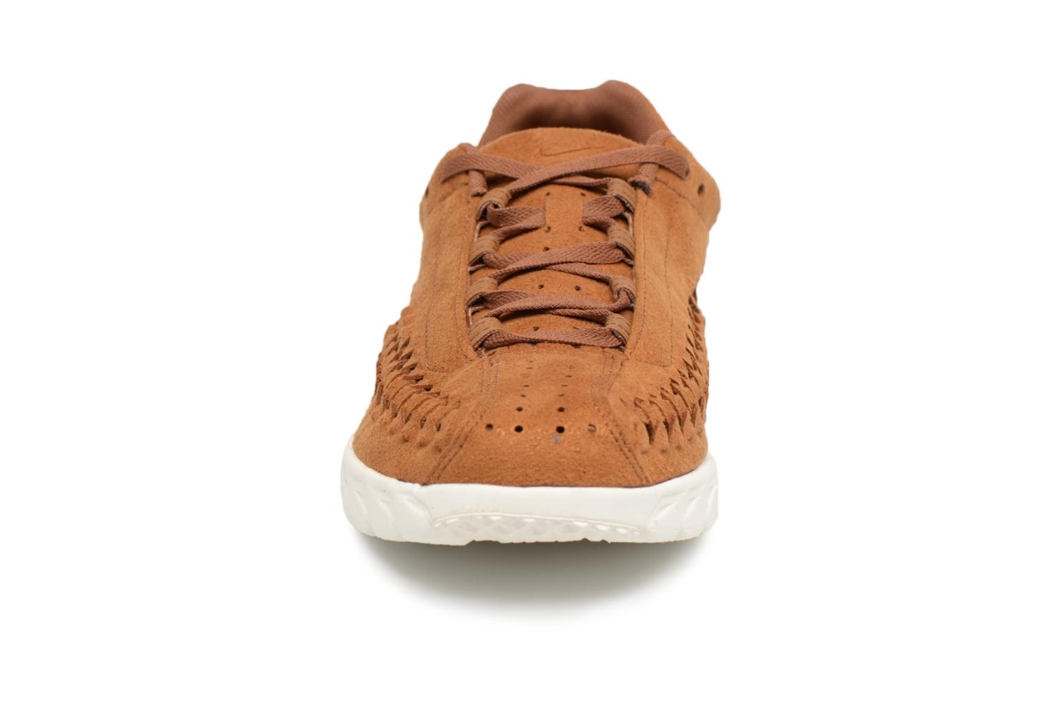 Trainers Nike Nike Mayfly Woven Brown model view