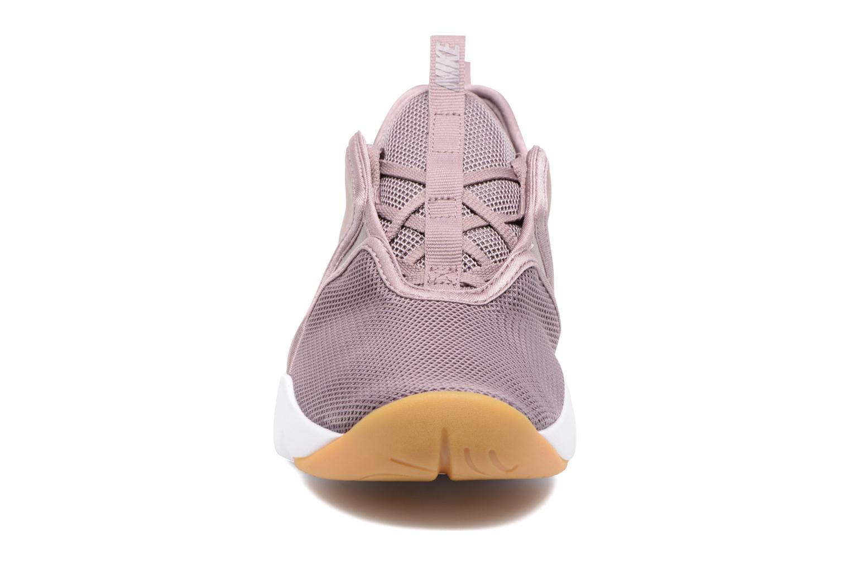 Baskets Nike W Nike Loden Beige vue portées chaussures