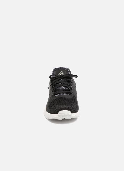 Deportivas Nike 903892-001 Negro vista del modelo
