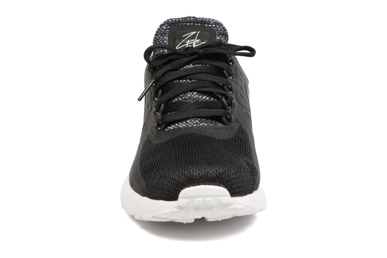 Sneakers Nike 903892-001 Nero modello indossato