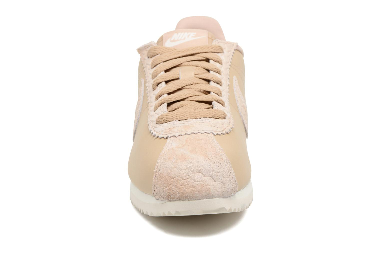 Baskets Nike Wmns Classic Cortez Prem Beige vue portées chaussures