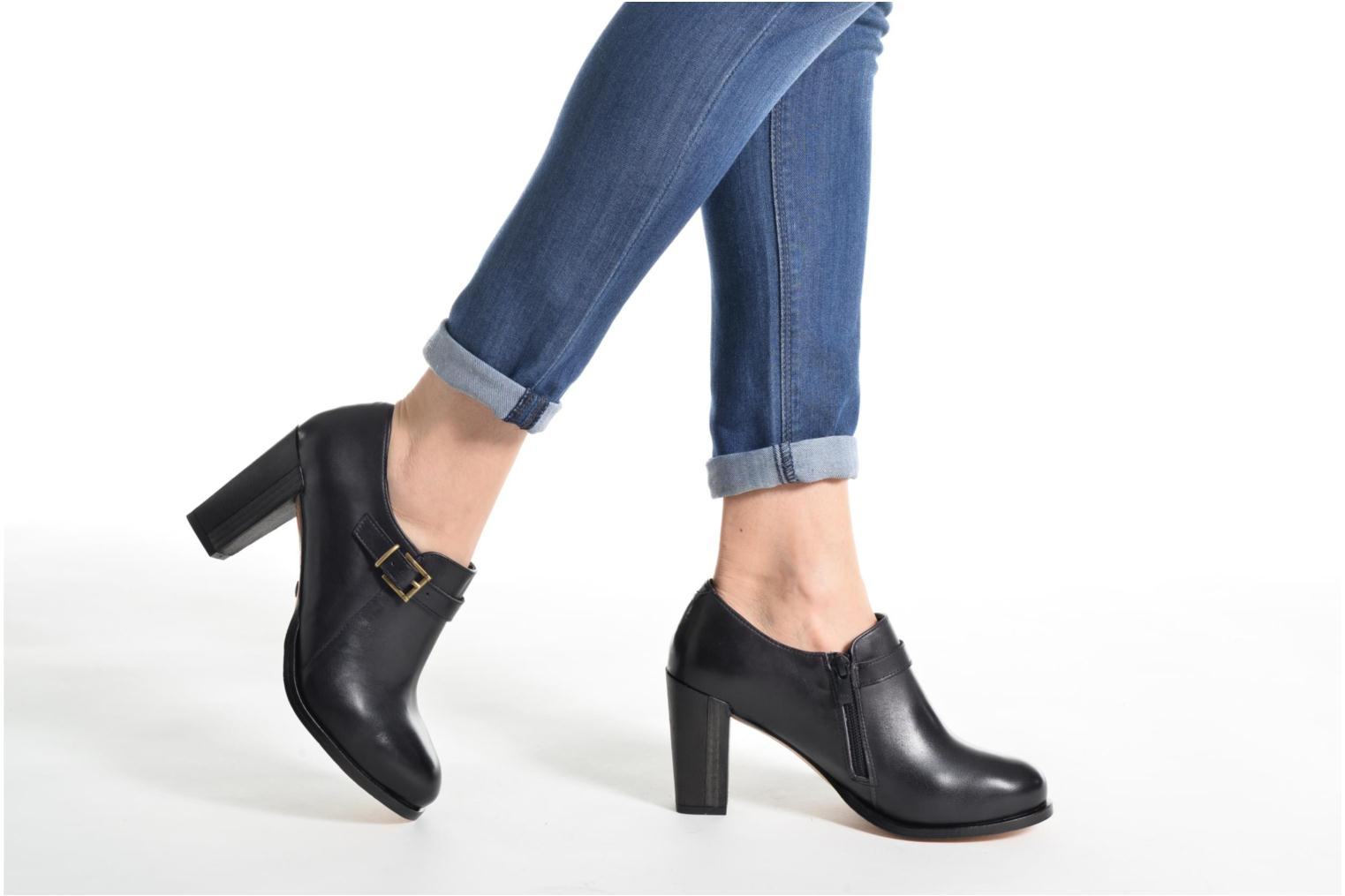 Ankle boots Neosens Gloria S178 Brown view from underneath / model view