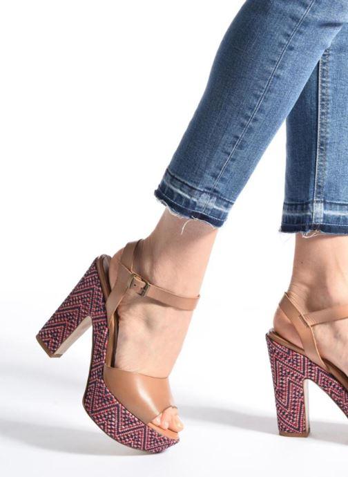 Sandales et nu-pieds Elizabeth Stuart Blanche Marron vue bas / vue portée sac