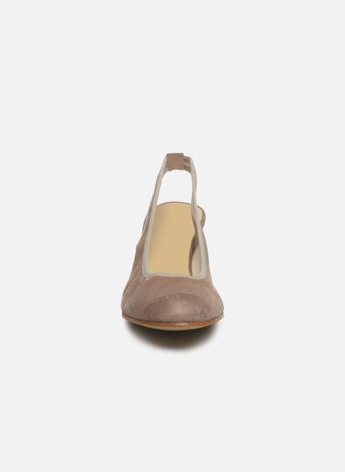 Zapatos de tacón Elizabeth Stuart Hirez 300 Beige vista del modelo