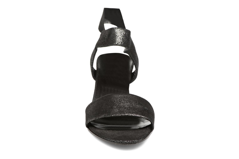 Sandali e scarpe aperte Elizabeth Stuart Zidao 415 Nero modello indossato