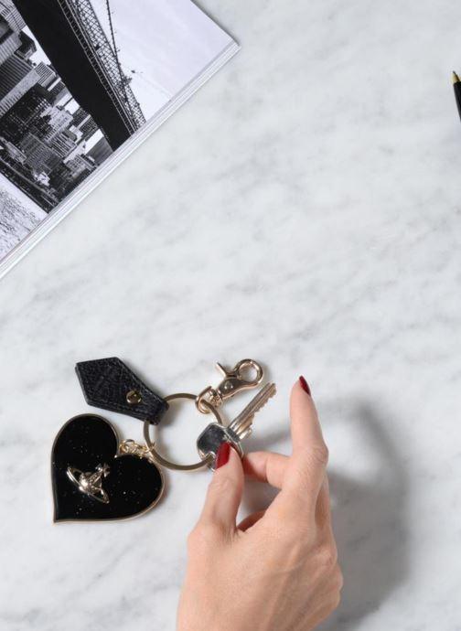 Petite Maroquinerie Vivienne Westwood Porte-clés Miroir Cœur Noir vue bas / vue portée sac