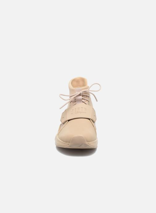 Baskets Puma FENTY TRAINER WN Beige vue portées chaussures