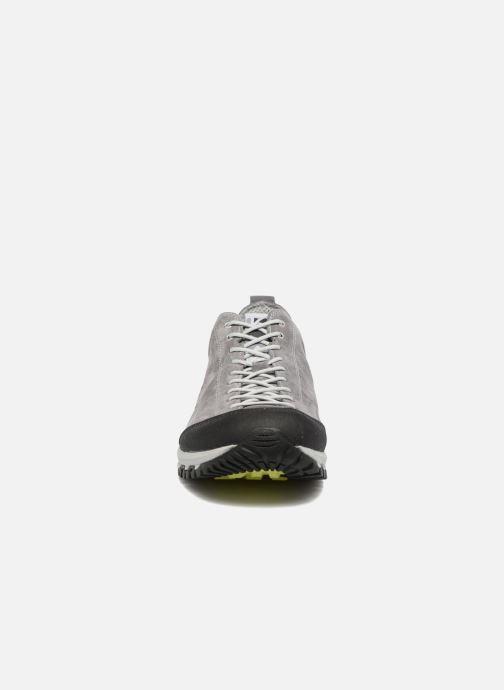 Chaussures de sport Kimberfeel Chogori Gris vue portées chaussures