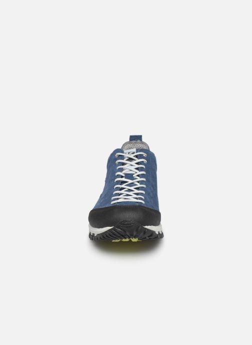 Chaussures de sport Kimberfeel Chogori Bleu vue portées chaussures