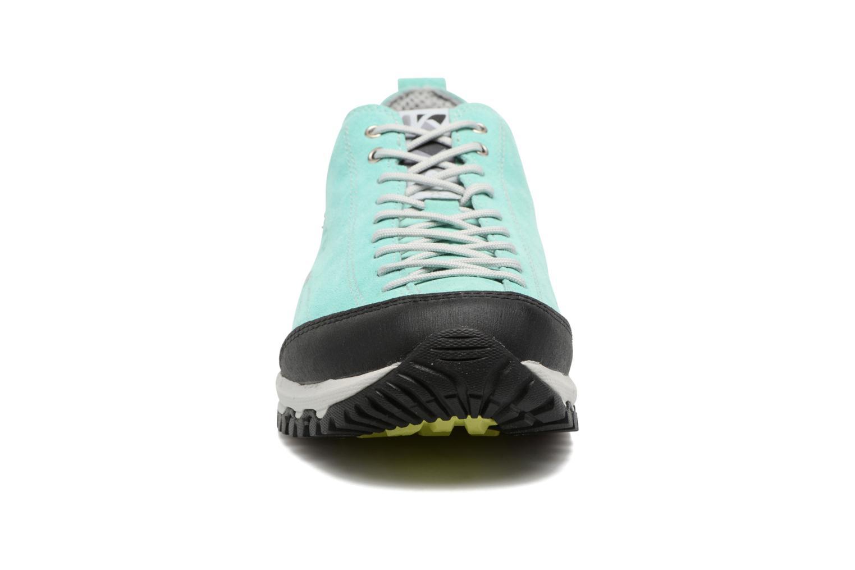 Scarpe sportive Kimberfeel CHOGORI Azzurro modello indossato