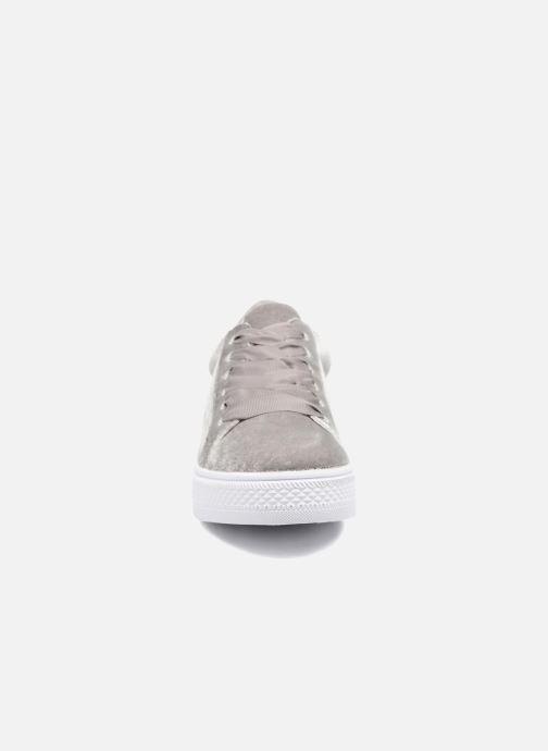 Baskets Molly Bracken Mogrey Gris vue portées chaussures