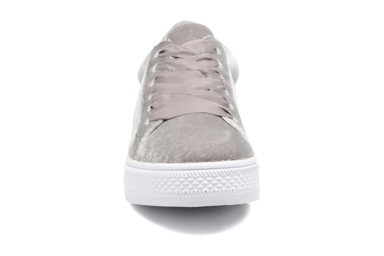 Sneakers Molly Bracken Mogrey Grigio modello indossato