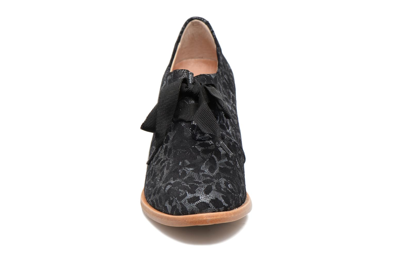 Zapatos con cordones Neosens CYNTHIA S534 Negro vista del modelo